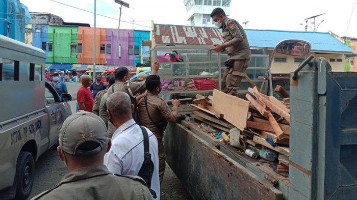Lapak Pasar Mardika Ambon Dibongkar Satpol PP, Diduga Tempat Mesum