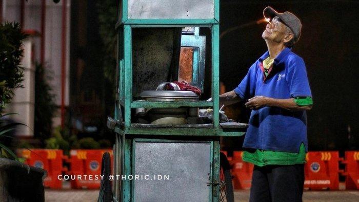 VIRAL Kakek Tetap Jualan Bakso meski Telah Berusia 88 Tahun: Selama Masih Kuat Nggak Mau Minta-minta