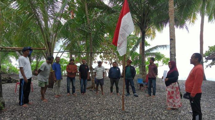 HUT RI, 3 Komunitas Pemuda Maluku Tengah Gelar Upacara di Pantai Awato