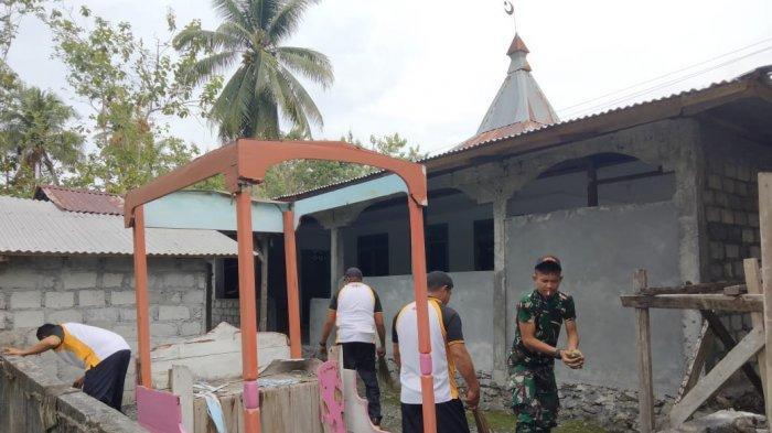 Jelang Ramadhan, TNI-Polri Bersinergis Bersihkan Rumah Ibadah