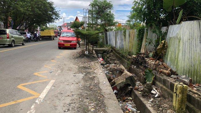 Warga Ngeluh, Tempat Sampah Dekat Kediaman Gubernur Maluku Dibongkar