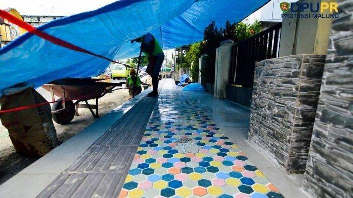 Dinas PUPR Provinsi Maluku Mulai Coating Trotoar City of Music, Katanya Kurangi Risiko Warga Jatuh