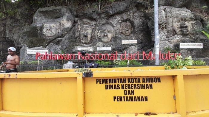 Dinas Lingkungan Hidup dan Persampahan (DLHP) Kota Ambonmelakukan aksi pembersihan di area Taman Pahlawan Nasional di Jl Jendral Soedirman, Kota Ambon, Kamis (1/4/2021) pagi ini.