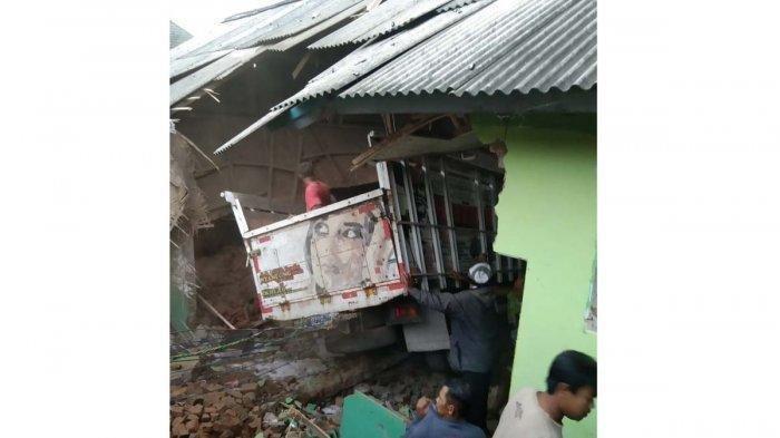 Truk Seruduk Bangunan Madrasah saat Santri Mengaji, 3 Orang Tewas Termasuk Sopir