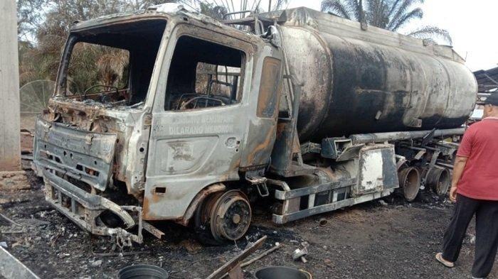 Truk tangki BBM muatan Pertalite terbakar