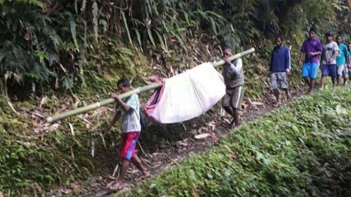 Ibu Hamil di Seram Terpaksa Ditandu Berjam-jam Menuju Puskesmas, Melewati Jalan Curam