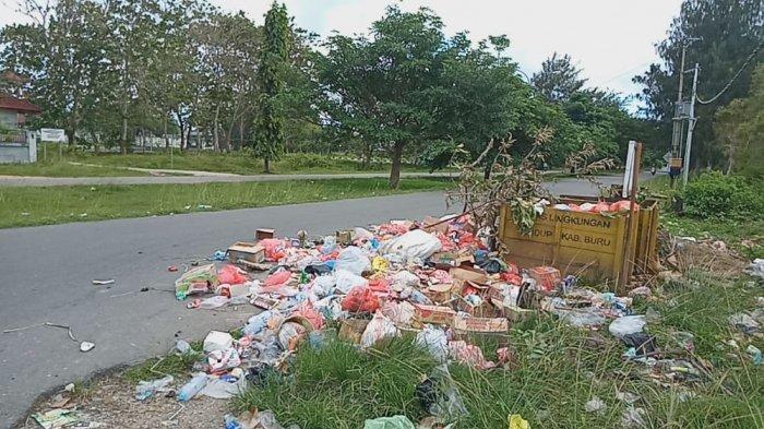 Sampah Berserakan di Jalanan Kota Namlea, Dinas DLHP Sebut Cuma Punya Satu Pengangkut Sampah