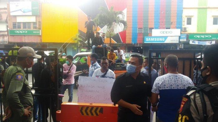 Mahasiswa di Ambon Serukan Boikot Produk Prancis