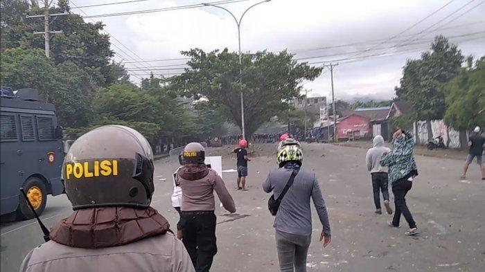 Demo UU Cipta Kerja Berujung Rusuh, 13 Mahasiswa Universitas Pattimura Ambon Diamankan