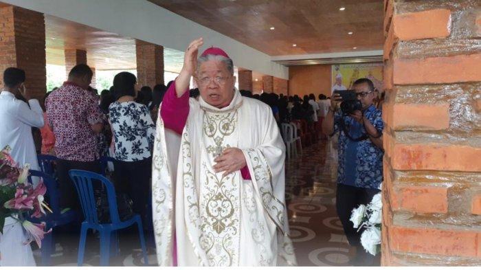 Uskup Mandagi: Semoga Pendeta Elifas Maspaitella Bawa GPM Jadi Gereja Bukan Organ Politik di Maluku - uskup-administrator-apostolik-amboina_2019.jpg
