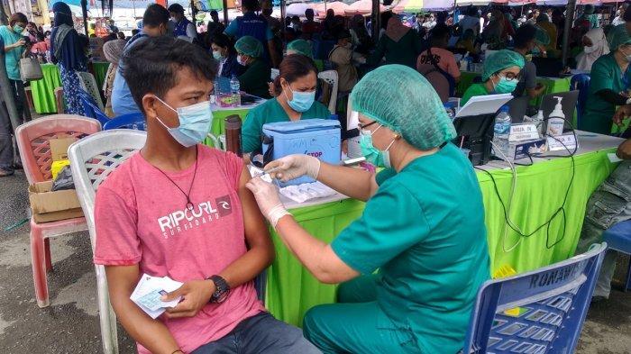 Masih Diperdebatkan, Ratusan Pedagang Pasar Mardika Disuntik Vaksin AstraZeneca Hari Ini
