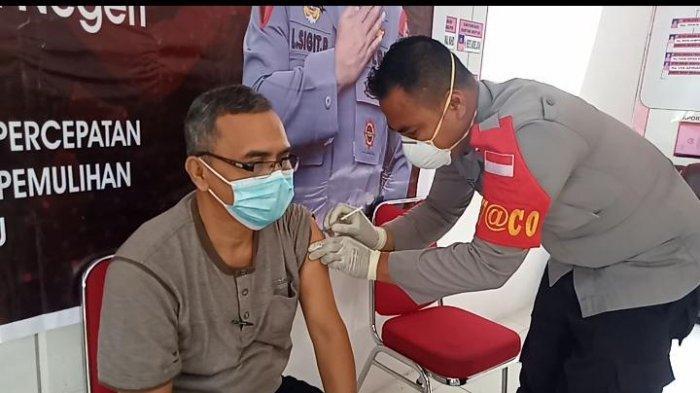 Polres Pulau Buru dan Polsek Waeapo Gelar Vaksinasi Tahap 2 Sebanyak 400 Dosis