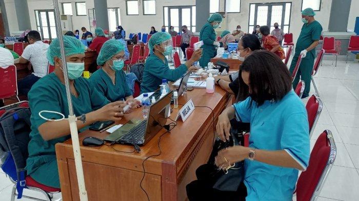 82 Persen Tenaga Kesehatan di Maluku Telah Disuntik Vaksin Sinovac