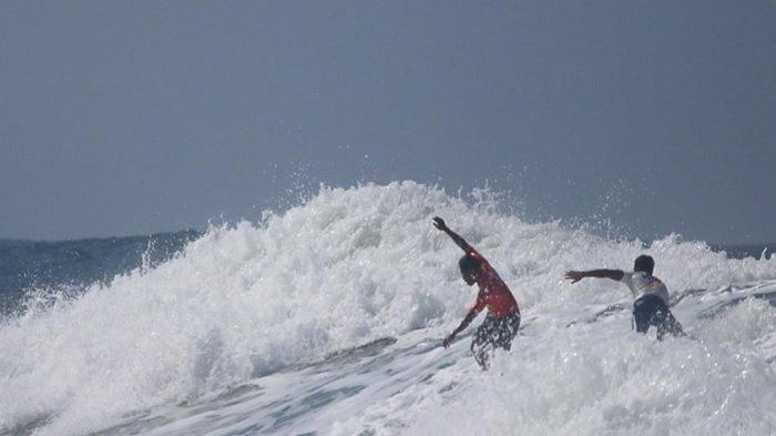 VIRAL Video Aksi Heroik Surfer Filipina Selamatkan Peselancar Indonesia, Kehilangan Emas Sea Games