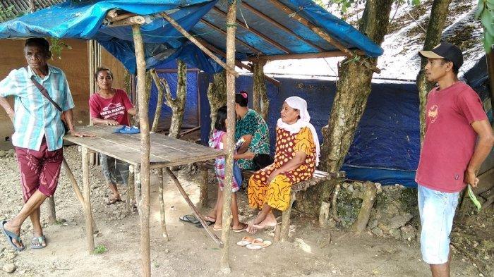 Warga Liang di Pengungsian, Dusun Rahbang, Desa Liang, Kecamatan Salahutu, Maluku Tengah