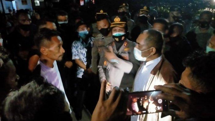 Pemerintah Daerah Kabupaten Maluku Tengah bersama Kepala RSUD Masohi didampingi Kapolda Maluku Tengah melakukan negosiasi agar warga Desa Watludan membuka akses Jalan Lintas Seram.