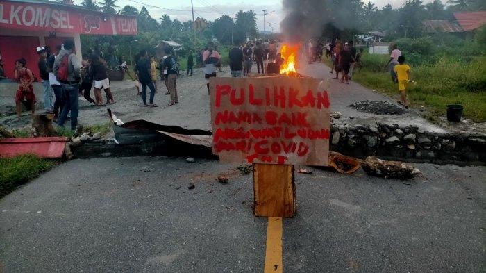 Warga Watludan-Maluku Tengah Blokade Jalan Utama Selama 5 Jam, Ini Alasannya