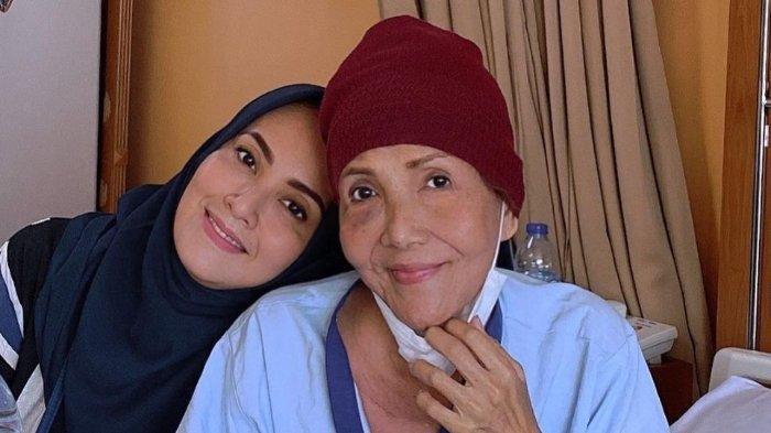 Aktris Kawakan Waty Siregar Sakit Kanker, Elma Theana Menangis Ceritakan Kondisi sang Ibu