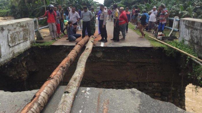 Hujan Deras, Jembatan di Maluku Tengah Ambruk, Akses Lalu Lintas ke Ambon Terputus