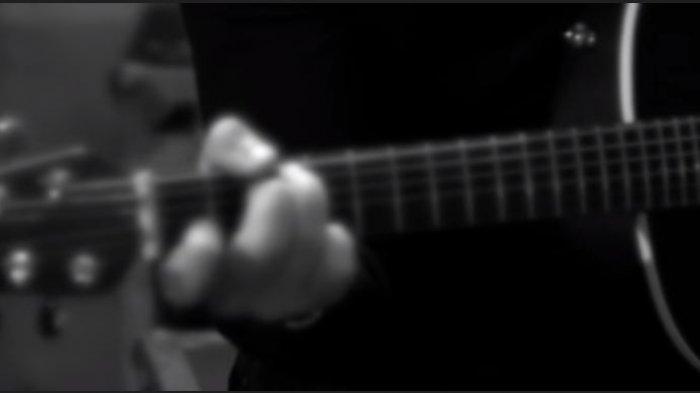 Chord Gitar Dear God - Avenged Sevenfold, Kunci Dasar dari C Beserta Lirik Lagu