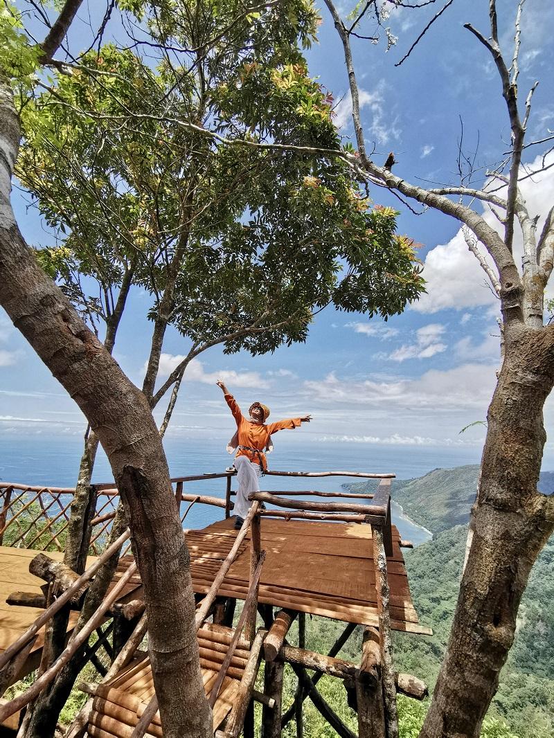 Siwang Paradise, surga di puncak Kota Ambon dengan pemandangan teluk Ambon yang Spektakuler. Tak Banyak yang mengetahui jalur mana saja yang bisa diambil untuk bisa mencapai destinasi yang lagi hits di Kota Ambon ini.