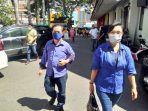 2-warga-kota-menggunakan-masker-saat-masuk-balai-kota.jpg