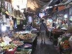 aktifitas-warga-di-pasar-mardika-kota-ambon.jpg