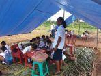 anak-anak-pengungsi-korban-gempa-ambon-belajar-di-tenda-darurat.jpg