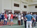 antrian-terbentuk-di-tps-hougang-community-hall.jpg