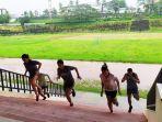 atlet-maluku-menjalani-pelatihan-daerah-mandiri-di-lapangan-mandala-karpan-kota-ambon.jpg