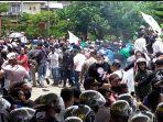 demo-di-dprd-maluku-saat-mahasiswa-menolak-omnibus-law.jpg