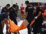 identifikasi-kantong-jenazah-korban-jatuhnya-pesawat-sriwijaya-air-sj182.jpg