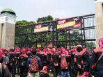 konfederasi-serikat-pekerja-indonesia-kspi-melakukan-aksi-demonstrasi.jpg