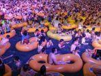 konser-dipenuhi-lautan-manusia.jpg