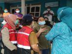 korban-banjir-di-enam-lokasi-di-kota-ambon-menerima-bantuan.jpg