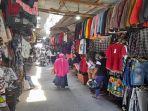 lapak-pedagang-pakaian-di-pasar-tradisional-mardika.jpg