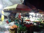 lapak-pedagang-pasar-mardika-saat-psbb-ambon.jpg