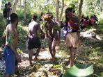mahasiswa-asal-papua-di-kota-ambon-menggelar-barapen-atau-tradisi-bakar-batu.jpg