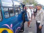 minibus-tabrak-angkutan-kota-jurusan-wai-sang-sopir-mabuk.jpg