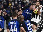 momen-dalam-pertandingan-liga-italia-2017-2018-antara-juventus-menghadapi-inter-milan.jpg