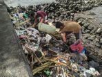 pembersihan-sampah-di-salah-satu-spot-wisata-banda-naira.jpg
