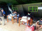 petugas-dinkes-kota-ambon-memberikan-layanan-kesehatan-bagi-pengungsi-korban-kebakaran.jpg