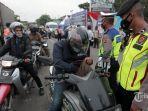 petugas-gabungan-melakukan-pengecekan-kendaraan-roda-dua.jpg