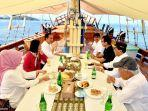 presiden-jokowi-dan-sejumlah-menteri-di-kapal-pinisi.jpg
