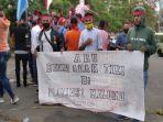 puluhan-pemuda-kepulauan-aru-gelar-aksi-protes-menolak-maluku-sebagai-lumbung-ikan-nasional.jpg