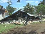 rumah-rusak-akibat-gempa-yang-melanda-maluku.jpg