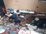 rumah-warga-rusak-tertimpa-bongkahan-batu-akibat-tanah-longsor.jpg