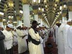 suasana-di-masjid-nabawi.jpg