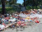 tumpukan-sampah-di-jalan-pasar-tatanggo.jpg
