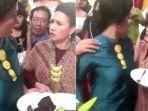 viral-video-ibu-ibu-geger-berebut-makanan-di-acara-pernikahan.jpg